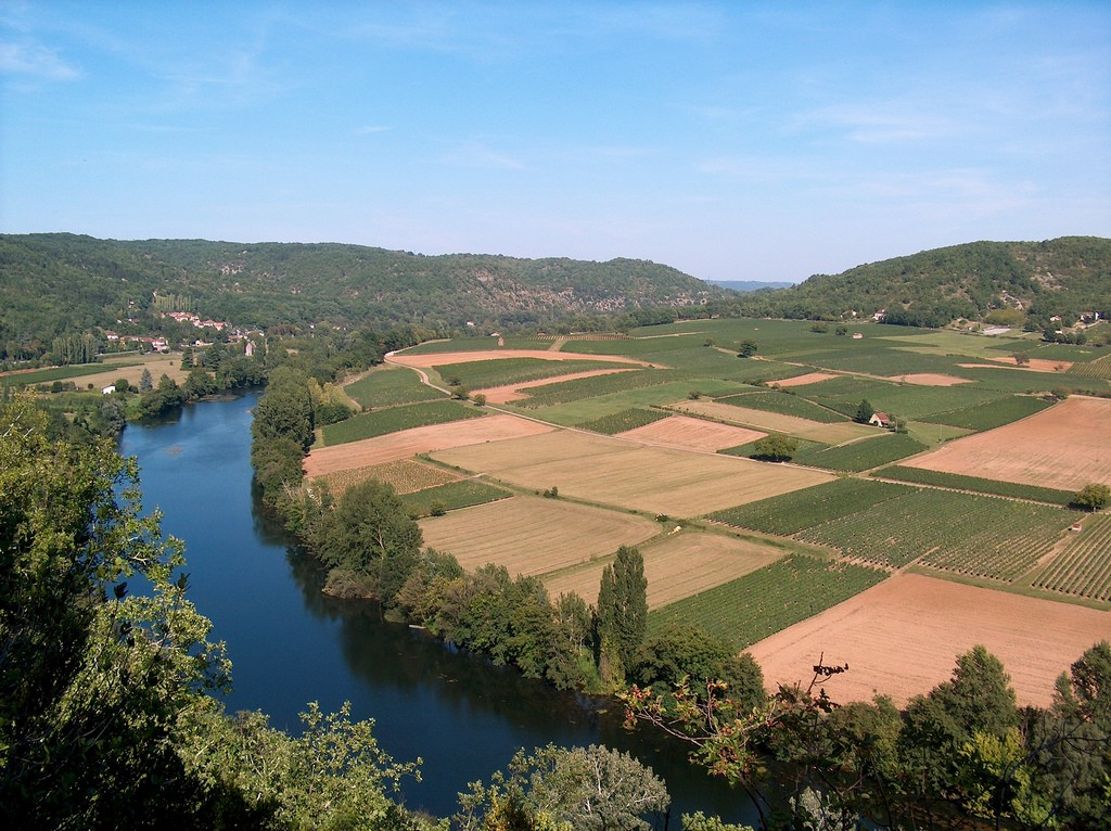 The Lot river is where to find the Cahors Malbec known for tobacco and apple flavours | © Lapastoure Didier/Flickr
