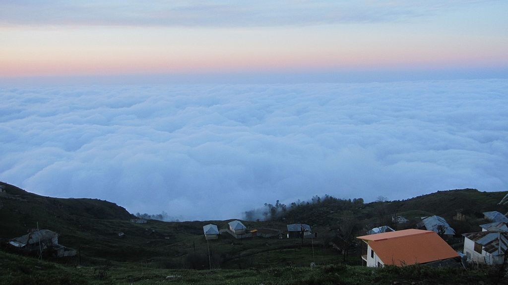 Life exists above the clouds in Filband | © shahram_emile / Wikimedia Commons