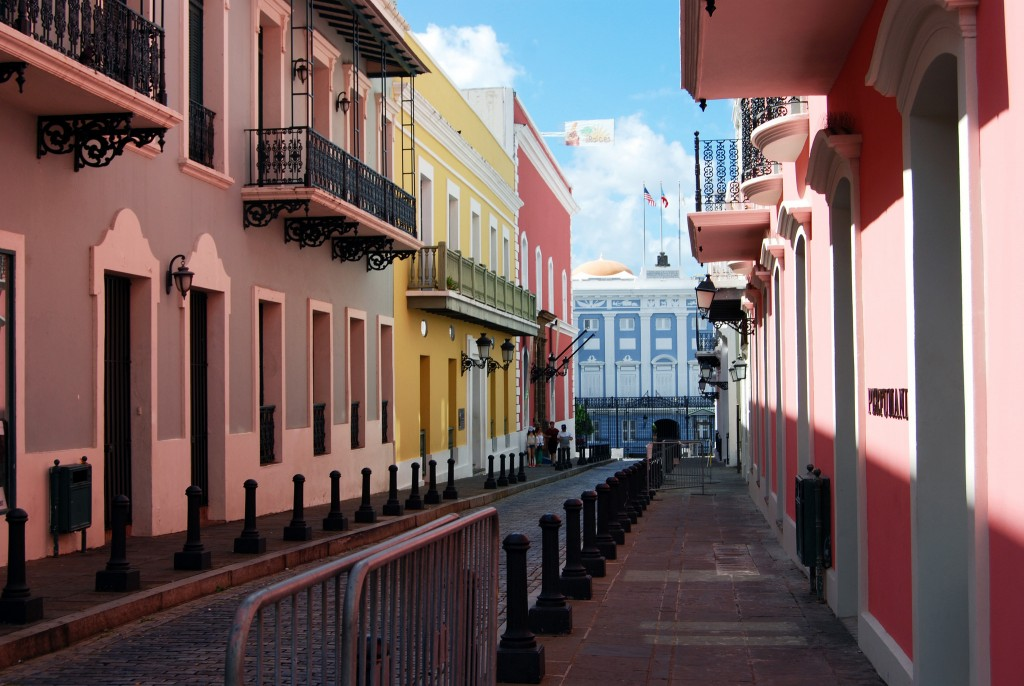 Calle Fortaleza with The Fortaleza at the end | © Harvey Barrison / Flickr