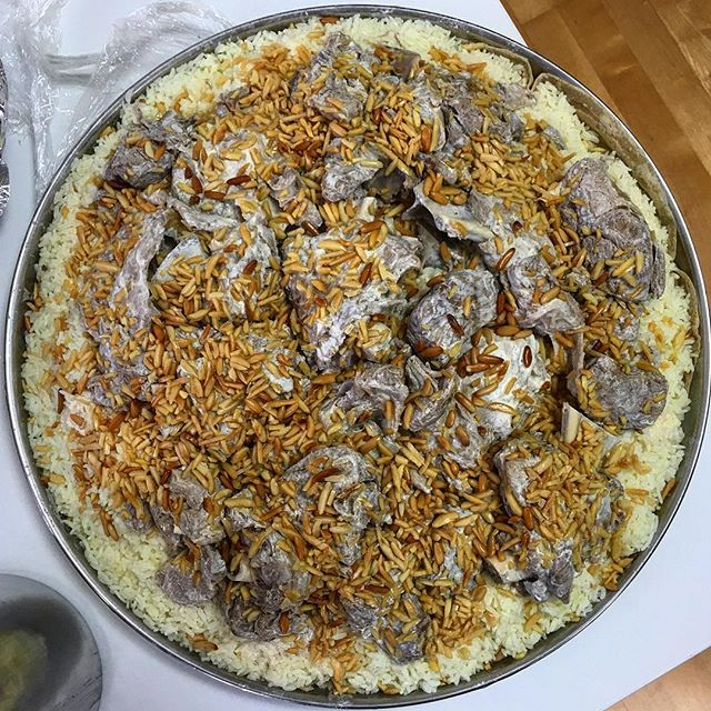 mantener amplio Acrobacia  A Brief History of Mansaf, Jordan's National Dish