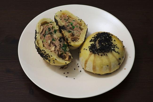 Savoury_Suzhou-style_meat_mooncake