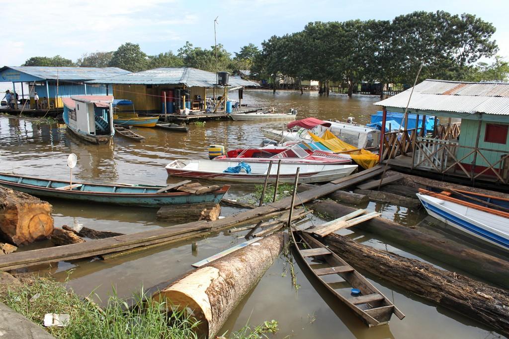 Boats in Leticia's Port, Colombia © Eli Duke / Flickr