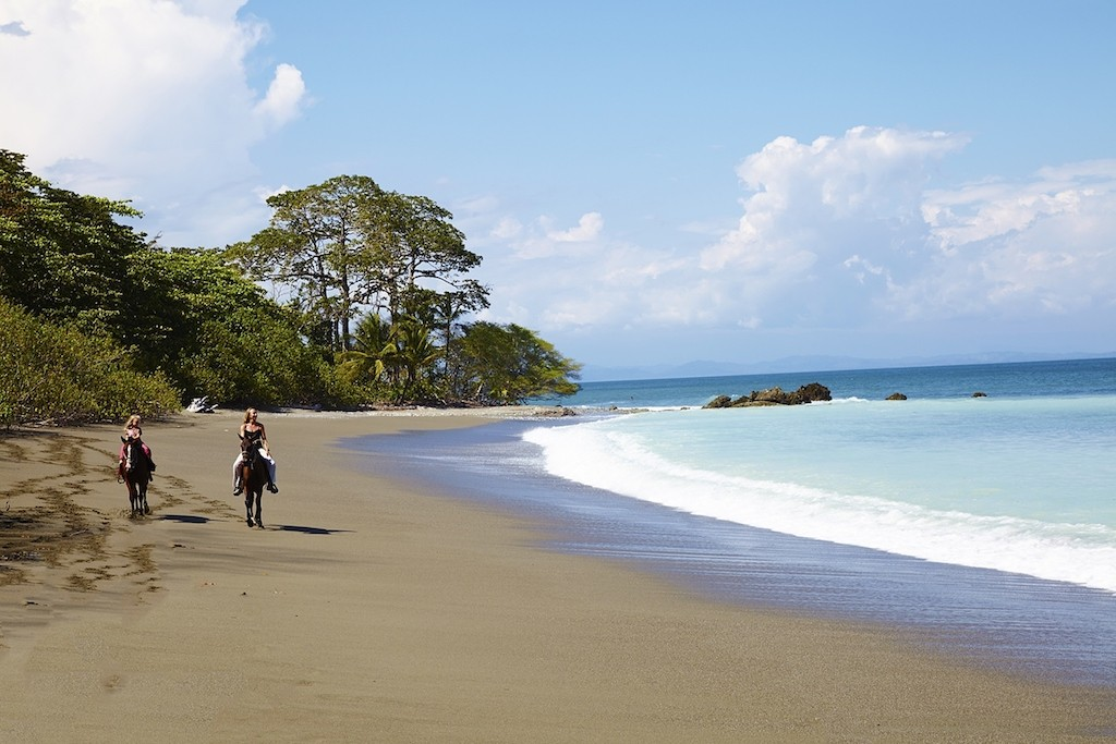 Take a ride along the beach | © James Anderson/Tartar Group