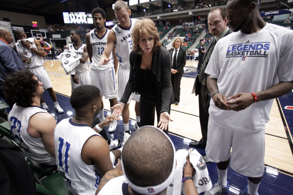 Texas Legends head coach Nancy Lieberman leads her team during an NBA Development League game. | © Tony Gutierrez/AP/REX/Shutterstock