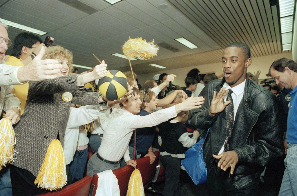 Kenny Anderson is greeted by fans after Georgia Tech advanced to the 1990 NCAA Tournament Final Four. | © Tami Chappell/AP/REX/Shutterstock