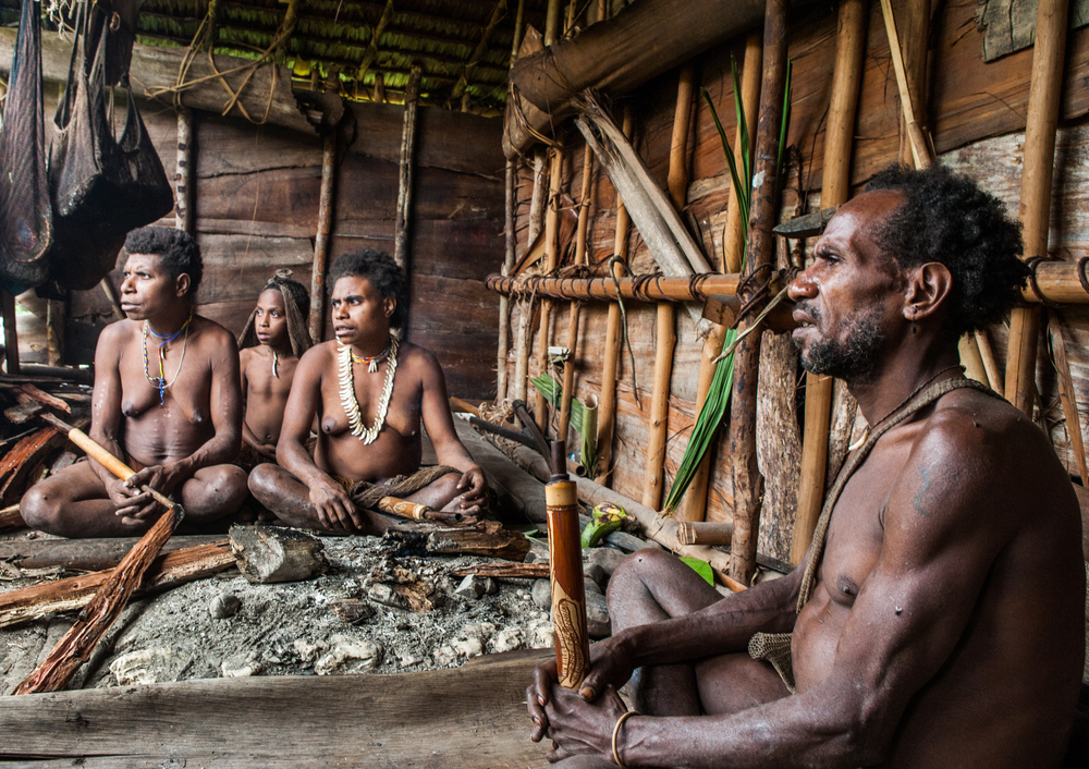 Korowai Tribe family | © Gudkov Andrey / Flickr