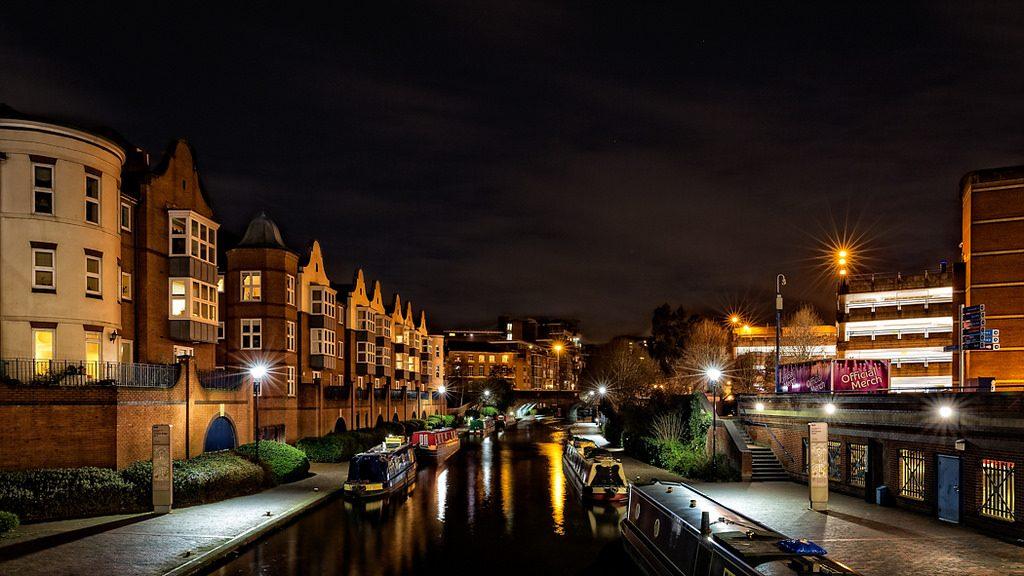 Birmingham canals at night | © Steve Higgins/Flickr