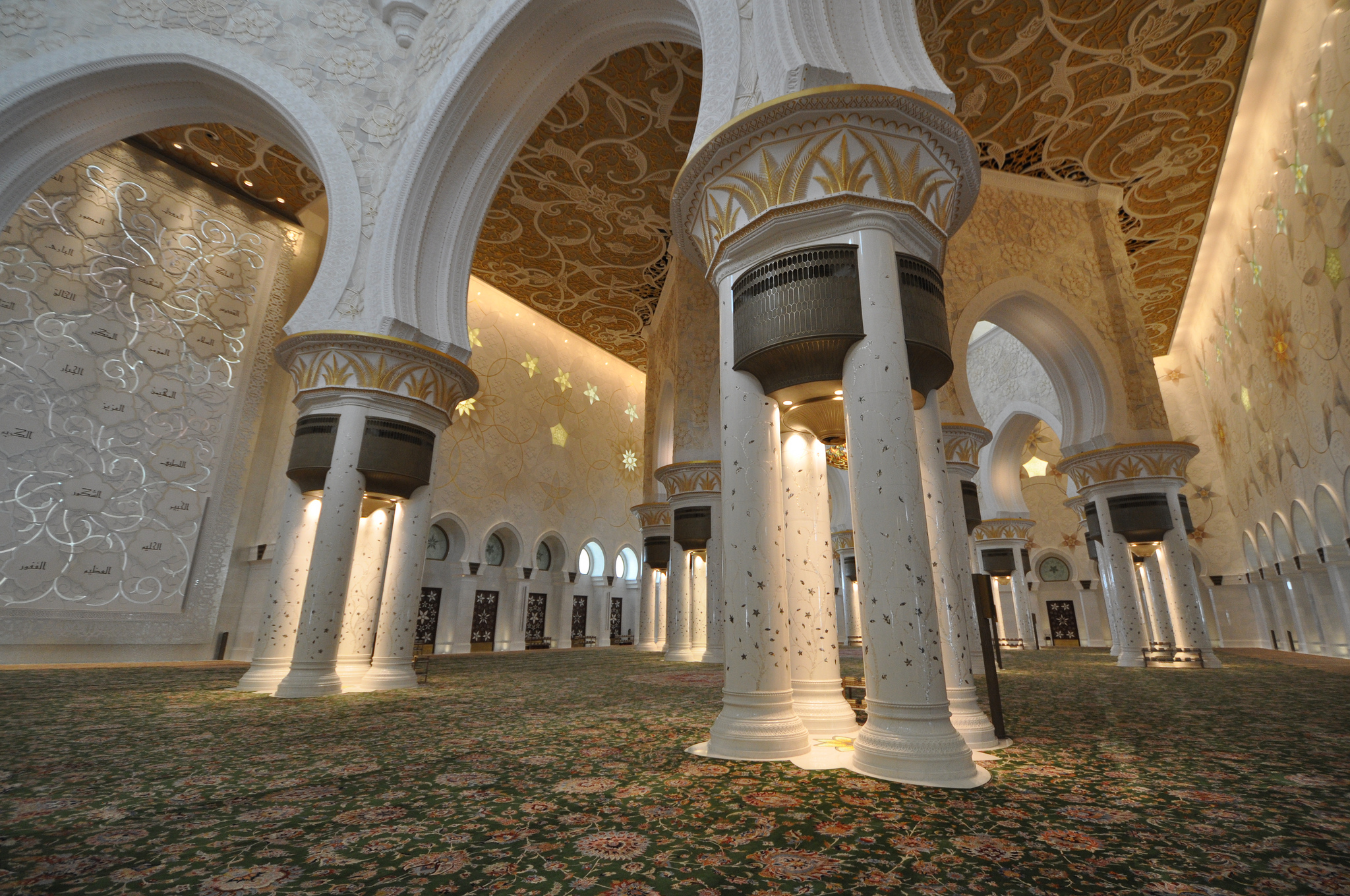 Why The Sheikh Zayed Mosque Is The Most Beautiful Mosque In The Uae