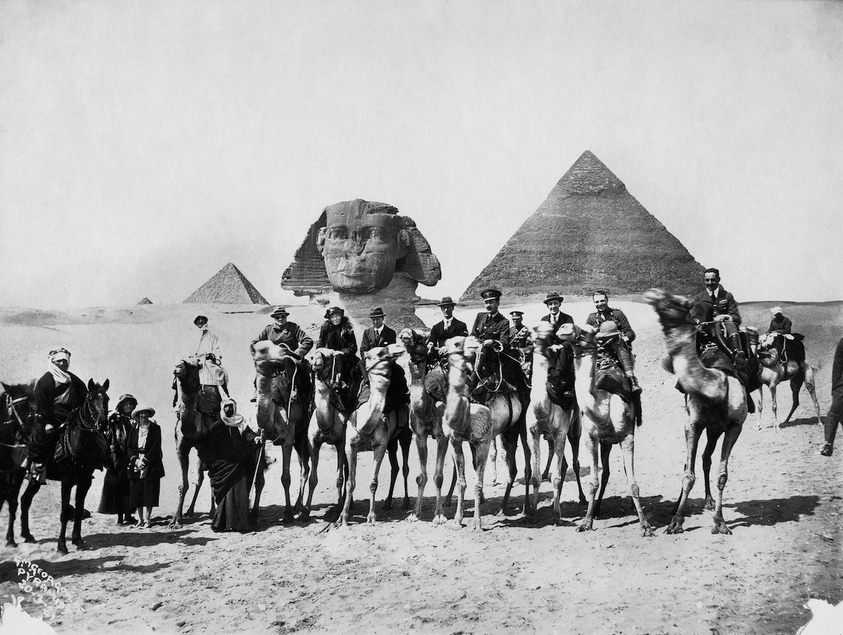 Bell (fourth mounted figure from left) is flanked by Winston Churchill and T.E. Lawrence. Cairo Conference, March 1921 | © The Gertrude Bell Archive/Newcastle University.