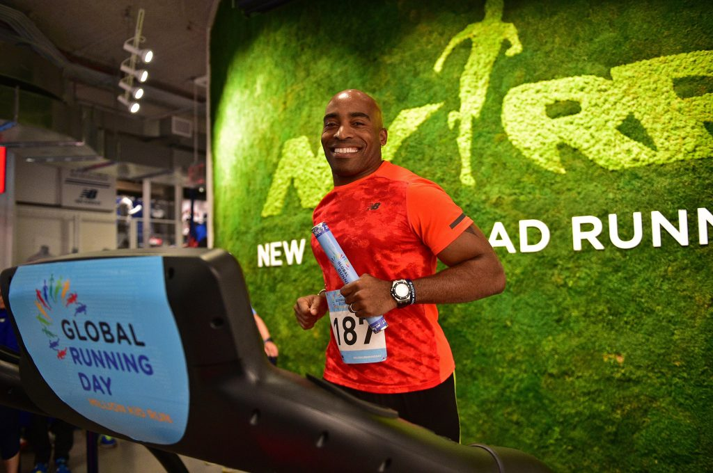 Tiki Barber during the NYRR Treadmill Challenge on Global Running Day | © NYRR