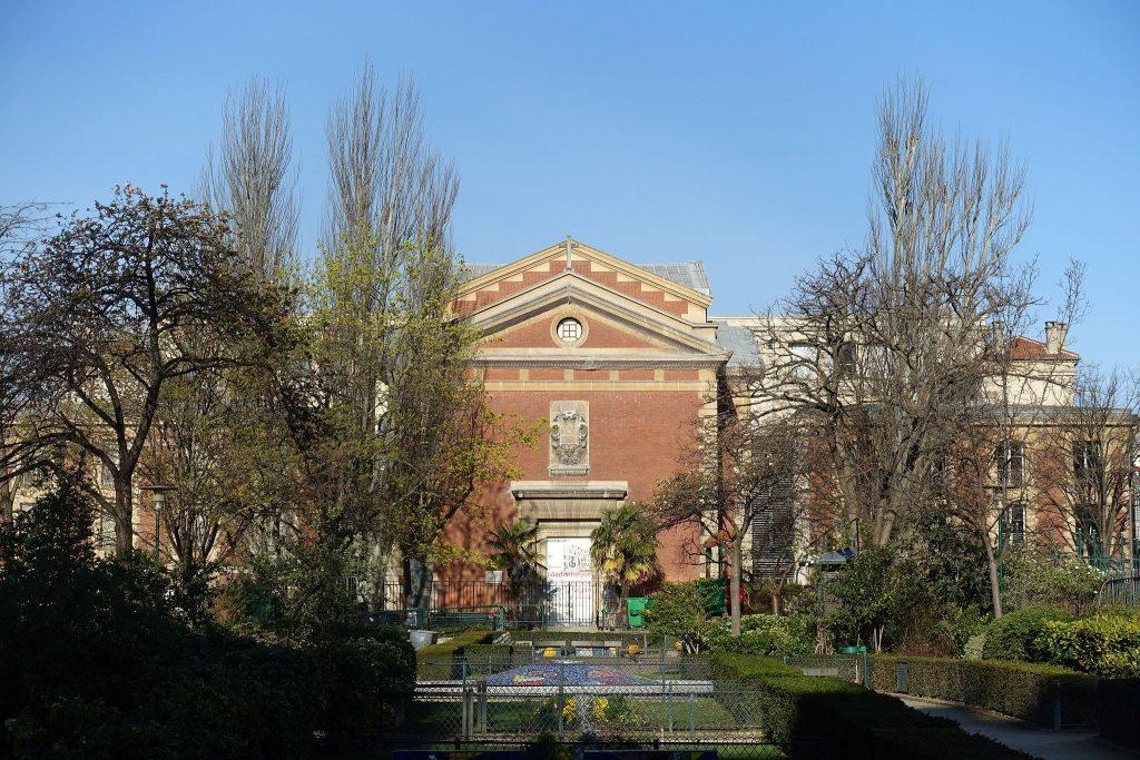 The old Hôpital Saint-Lazare │© Guilhem Vellut / Wikimedia Commons