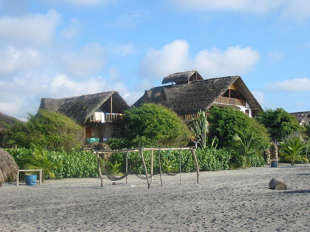 Mompiche Beach Esmeraldas Ecuador Martin Iturbide Wikicommons
