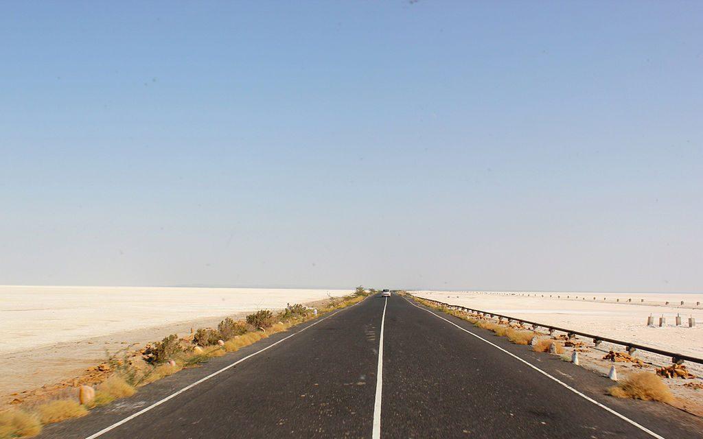 Driving through Kutch   © Nagarjun Kandukuru / Wikimedia Commons
