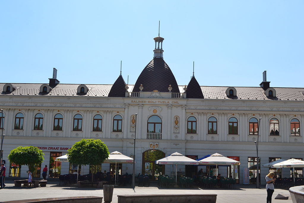 A beautiful façade along Trg Slobode   ©Edinwiki/WikiCommons