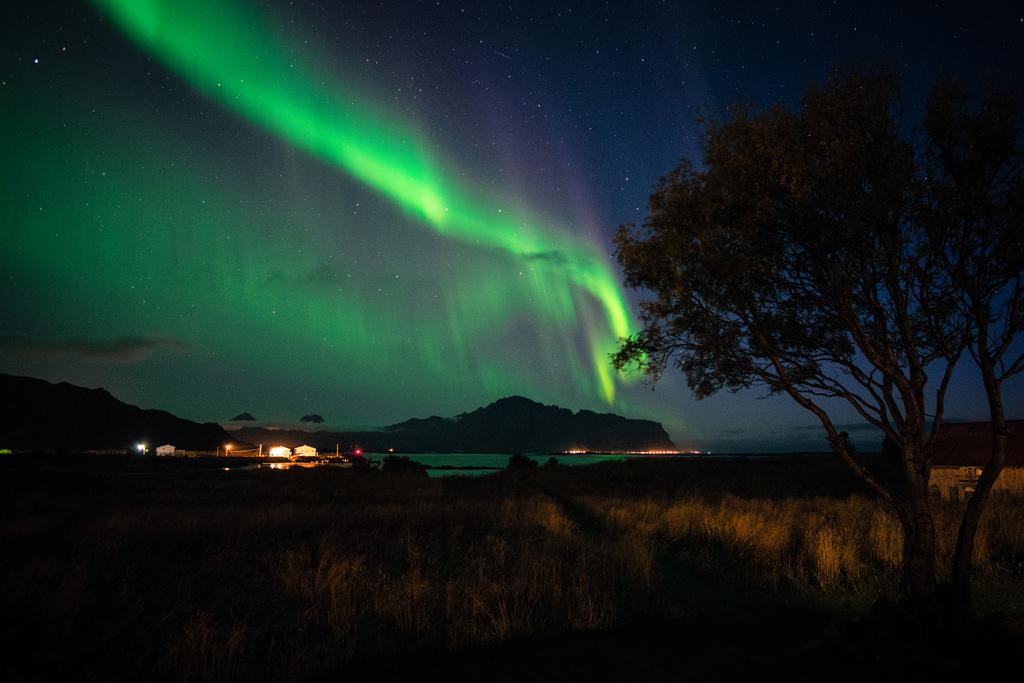 The Aurora Borealis over Vestvågøy, Lofoten | © Frode Ramone / Flickr