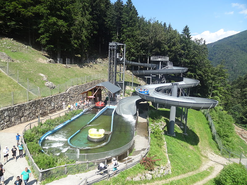800px-River_Splash_à_Steinwasen_Park