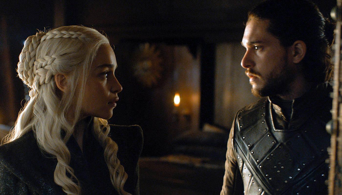 Emilia Clarke and Jon Snow in 'Game of Thrones', Season 7 | © HBO