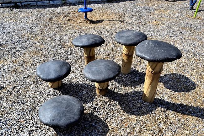 mushroom-seats-2821967_1280