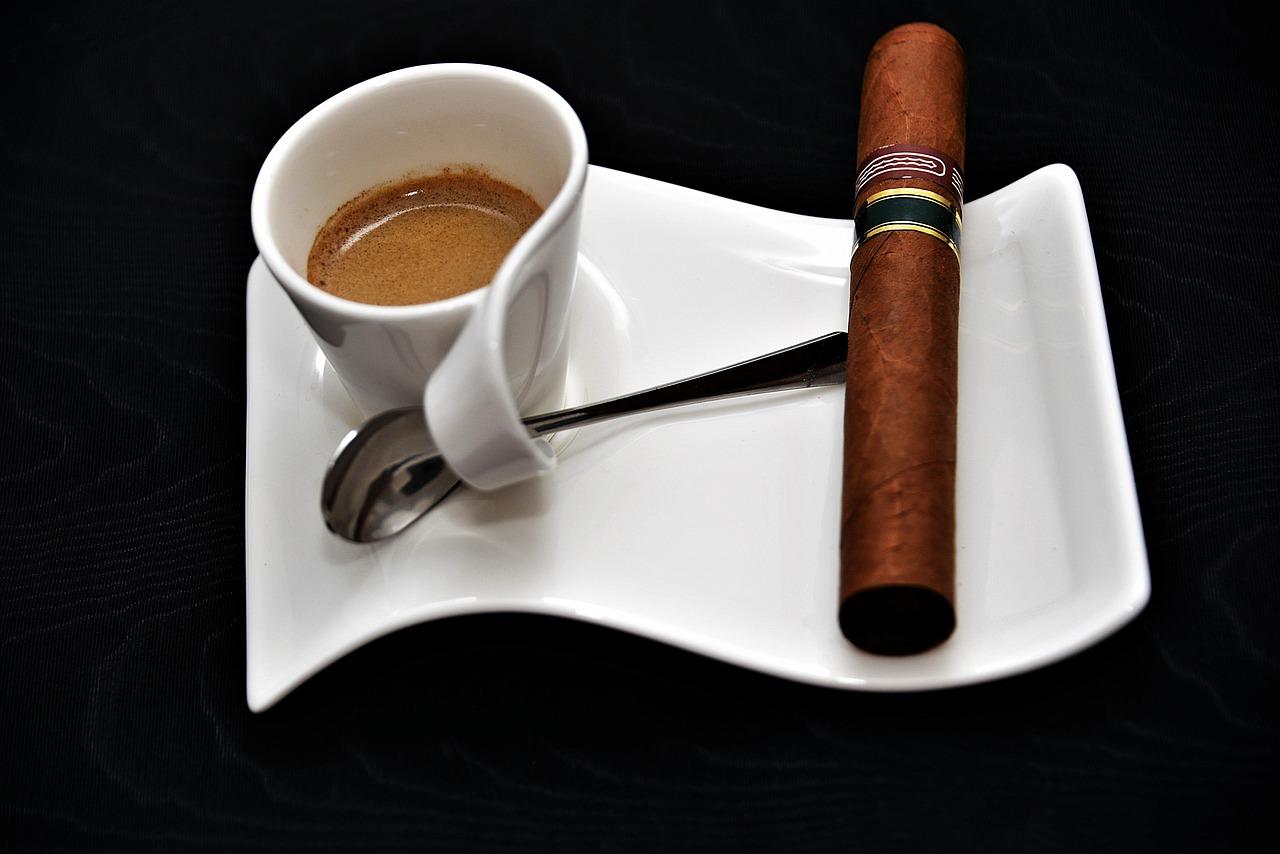 https://pixabay.com/en/espresso-cigar-coffee-enjoy-2911432/