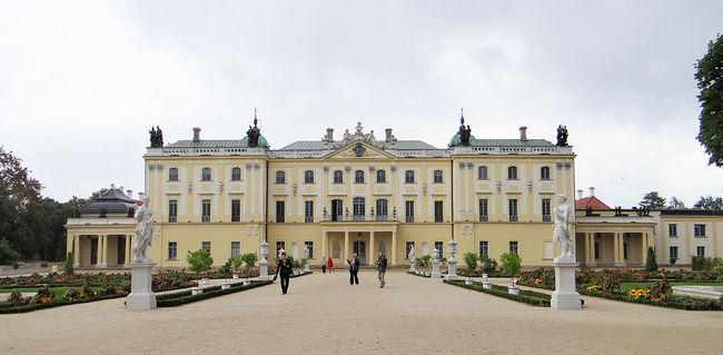1280px-150913_Branicki_Palace_in_Białystok_-_09