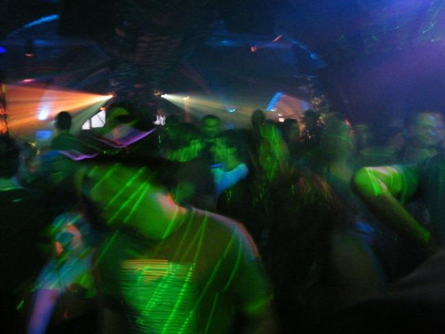 dancing-206739_1920
